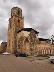 250px-Ruinas_del_Monasterio_de_Sahagún,_Leon[1]