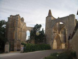 800px-Ruinas_del_convento_de_San_Antón._Castrojeriz[1]